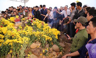 """2 """"rắn thần"""" trên ngôi mộ vô danh của người ăn mày tại Quảng Bình"""